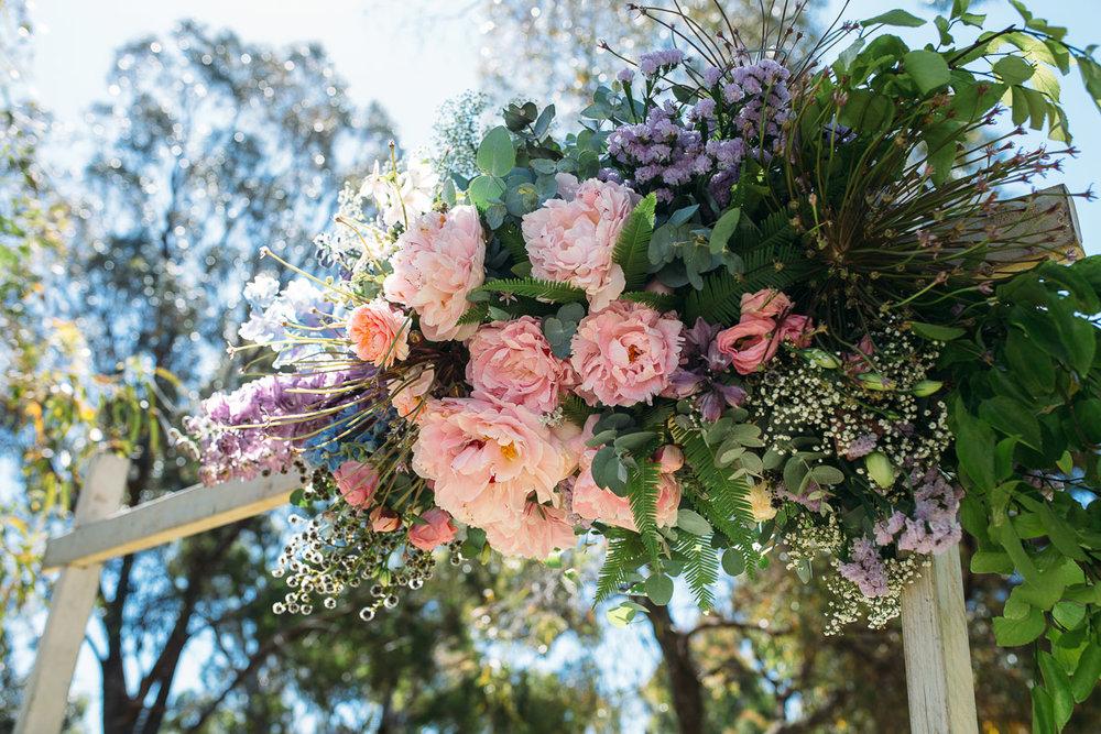 Botanica Naturalis-wedding floral installation