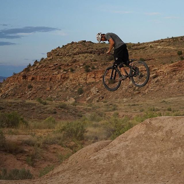 Just back it on in there.. 📷@perfectblem1 . . . @bicycle_outfitters @colorowdies @mrpbike #mrpness #getrowdie