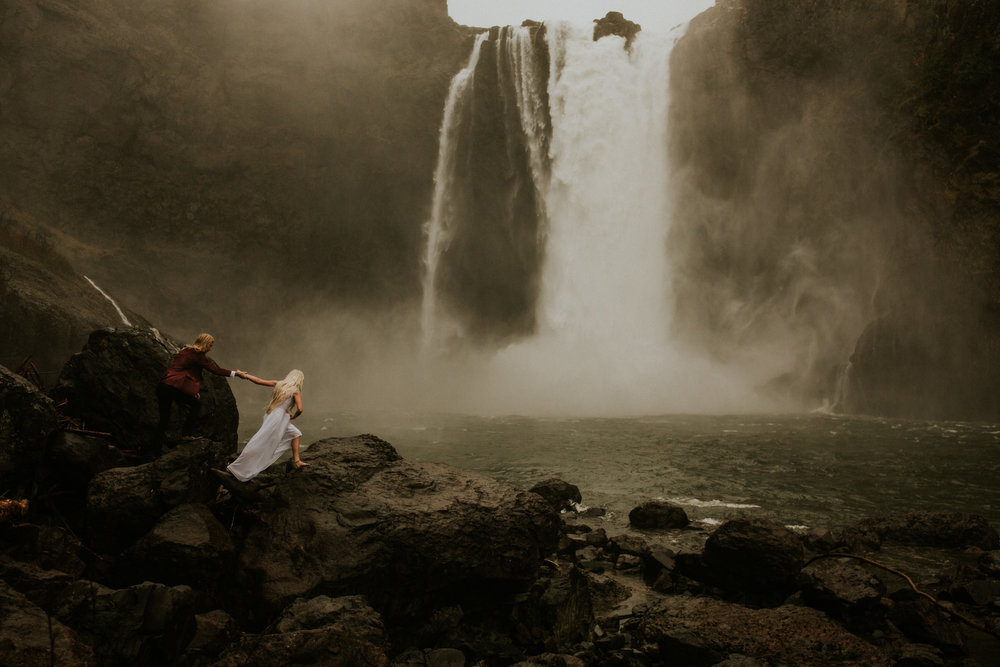 Adventure-session-Snoqualmie-falls-elopement