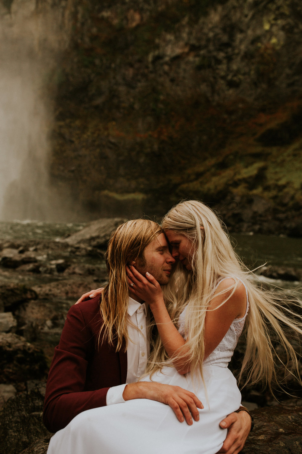 Snoqualmie-falls-elopement-photographer
