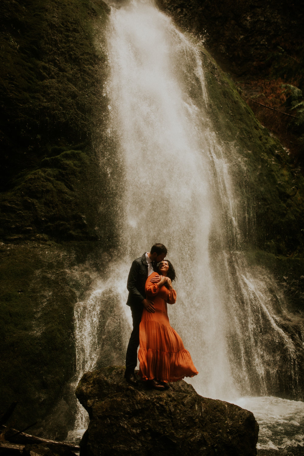 photographer-Marymere-falls-engagement-session