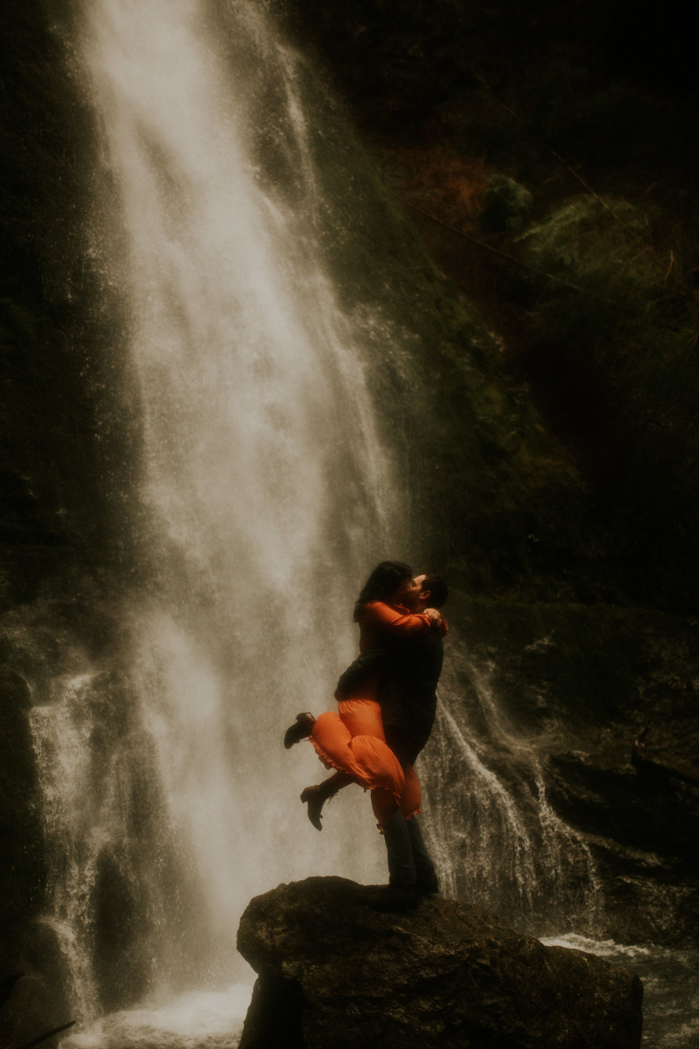 Marymere-falls-adventure-session-photographer