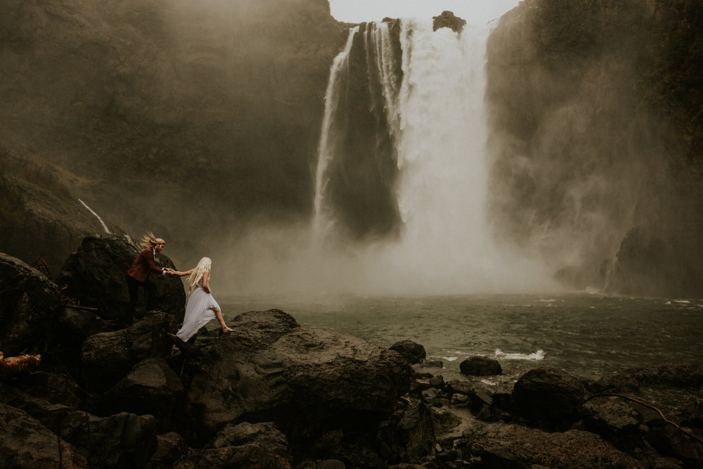 Seattle Wedding photographer snoqualmie falls elopement