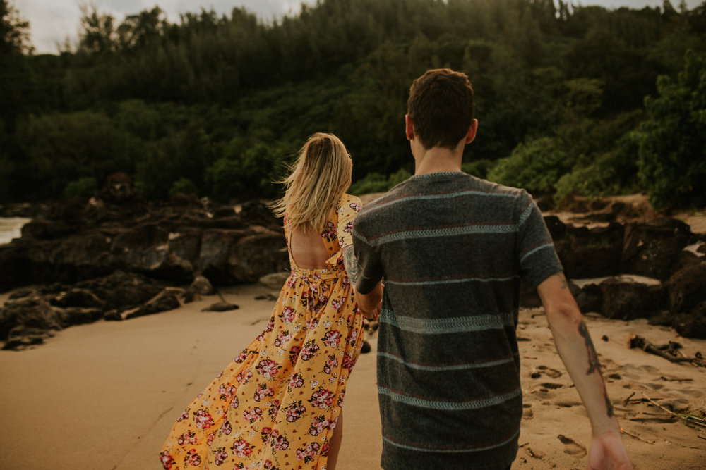 hawaii wedding photographer kauai engagement photos