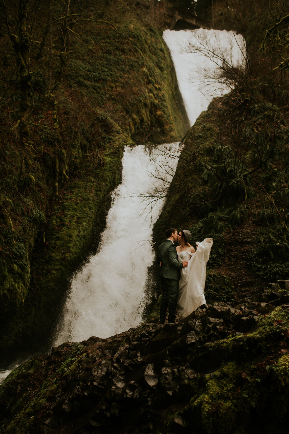 bridal veil falls elopement chantel lauren dress bride in a hat