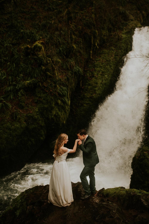 Elope-oregon-portland-bridal-veil-falls-elopement-breeanna-lasher-79.jpg