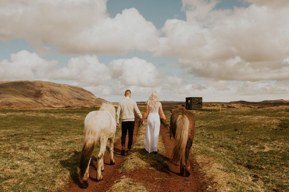 ICELAND-Icelandic-horse-bridal-session-26.jpg