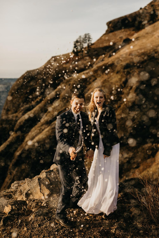 Breeanna-lasher-photography-SADDLE-MOUNTAIN-ELOPEMENT-sunset-engagement-photography-8.jpg