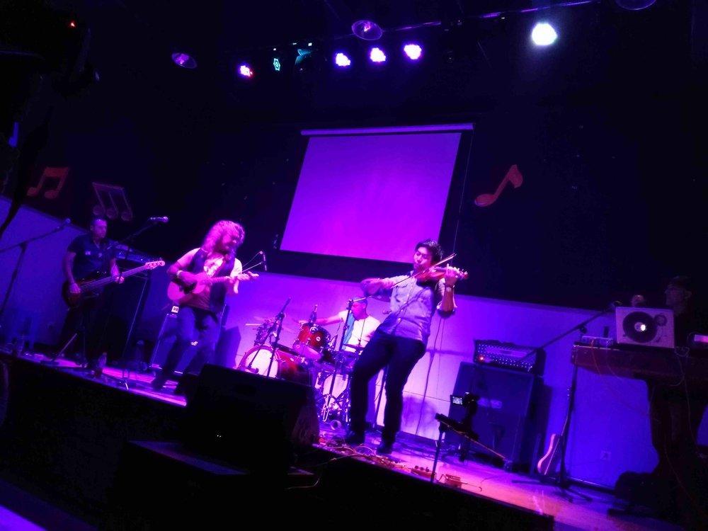 livehouse_Bandshot.jpg