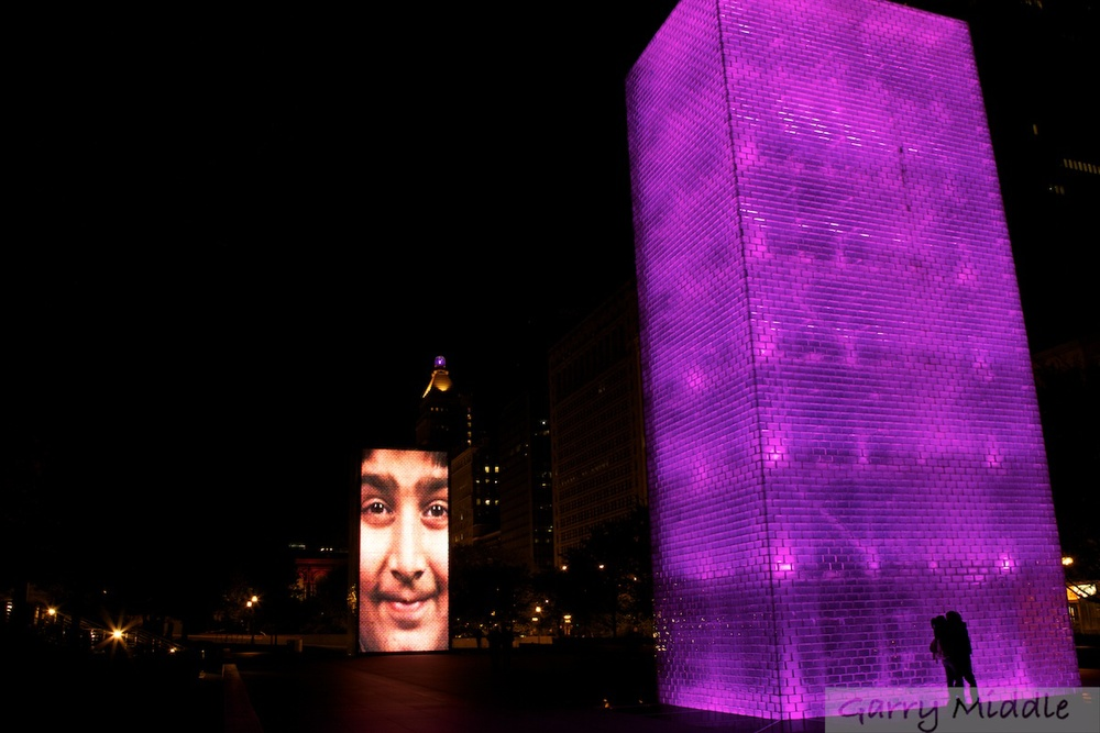 Crown fountain night kiss.jpg