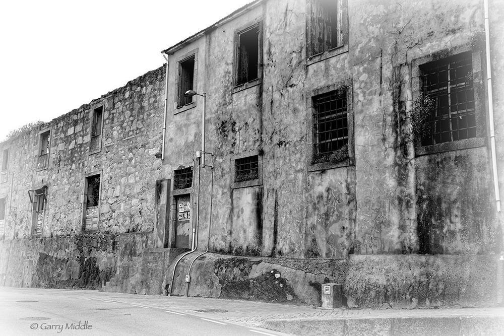 Porto ruins 1 high contrast.jpg