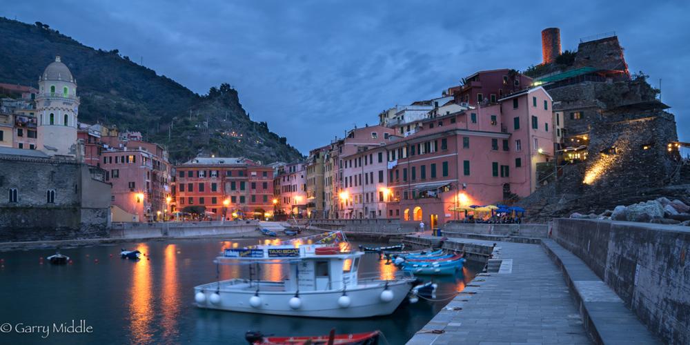 Vernazza night view.jpg
