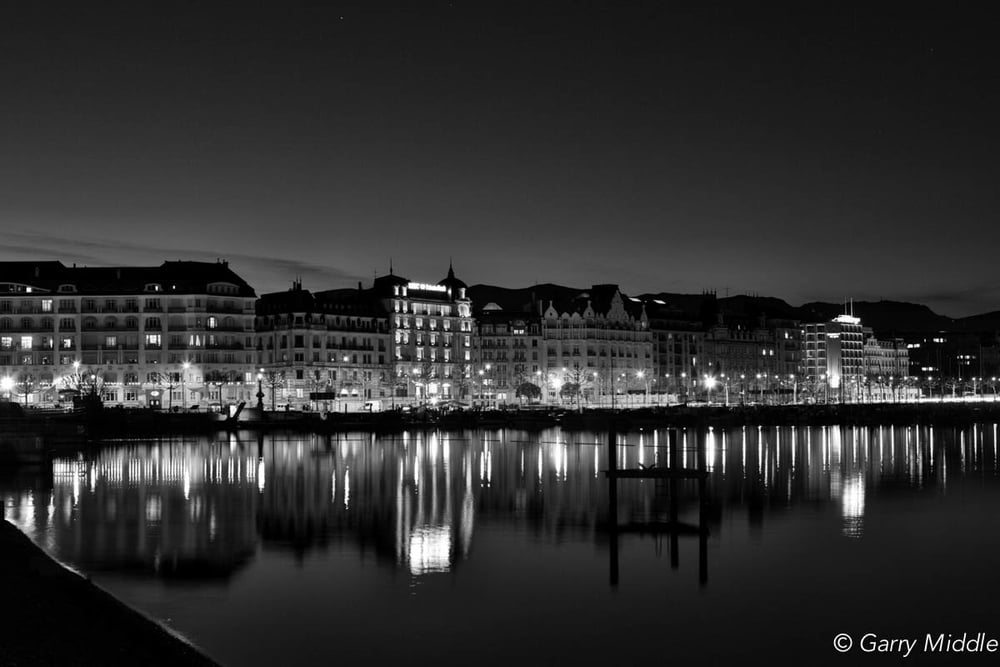 Genva night lake Geneva.jpg