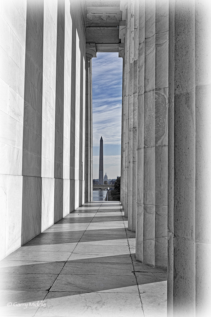 Pillar view of Washington Mall from Lincoln.jpg
