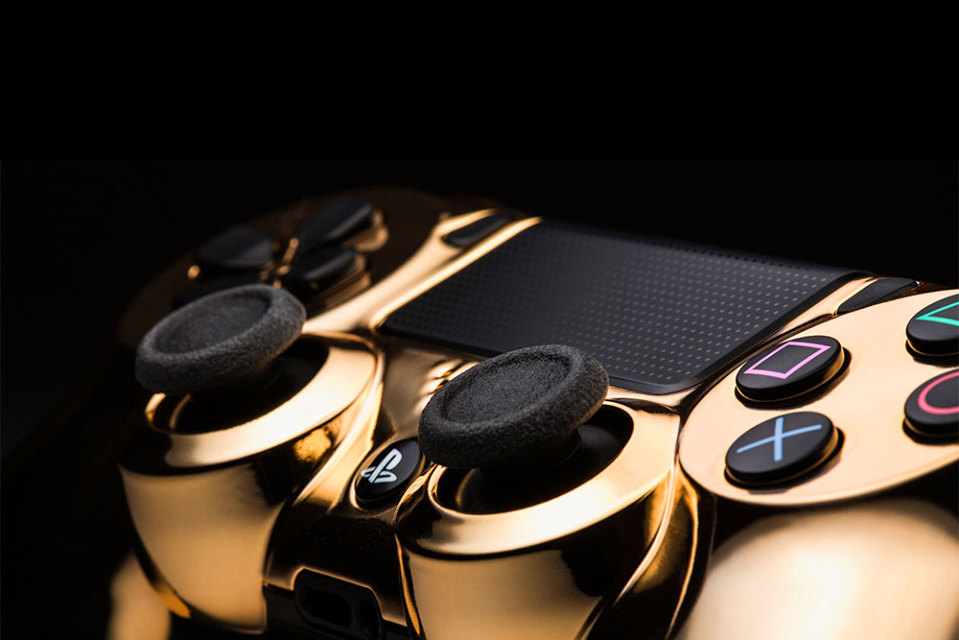 colorware-18k-rose-gold-dualshock-4-controller-02-960x640.jpg