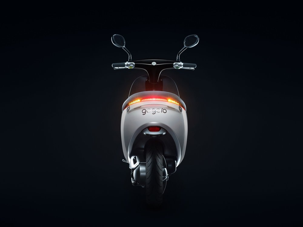 gogoro-smartscooter-back-night.jpg