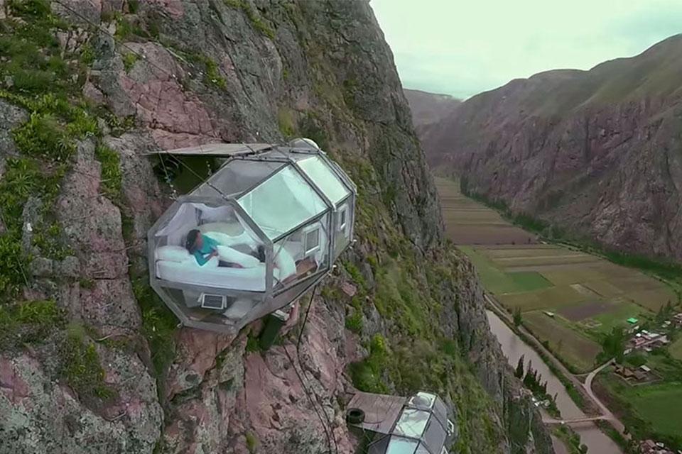 suspended-hotel-pod-peru-sacred-valley-1.jpg
