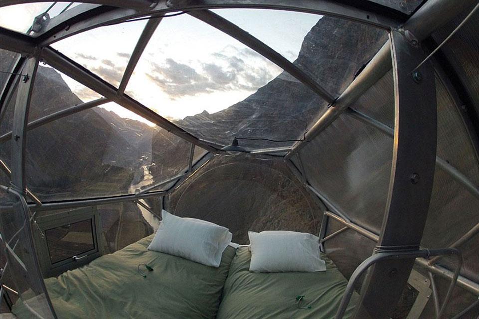 suspended-hotel-pod-peru-sacred-valley-2.jpg