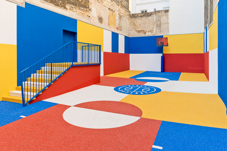 pigalle-creates-a-colorful-basketball-court-between-paris-apartments-02.jpg