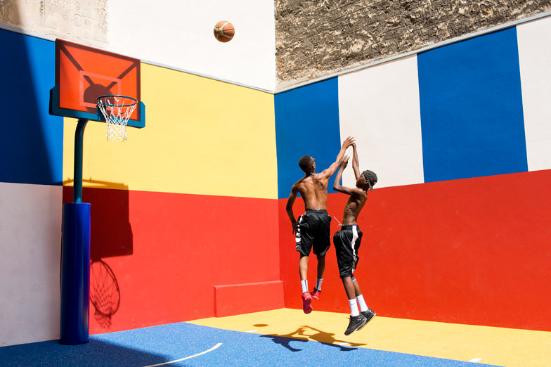 pigalle-creates-a-colorful-basketball-court-between-paris-apartments-04.jpg