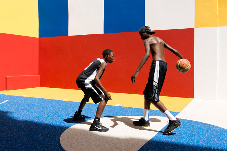 pigalle-creates-a-colorful-basketball-court-between-paris-apartments-05.jpg