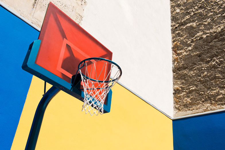 pigalle-creates-a-colorful-basketball-court-between-paris-apartments-08.jpg
