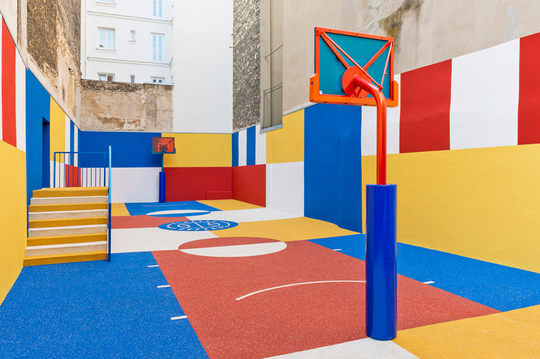 pigalle-creates-a-colorful-basketball-court-between-paris-apartments-11.jpg