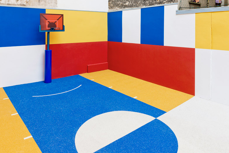 pigalle-creates-a-colorful-basketball-court-between-paris-apartments-12.jpg