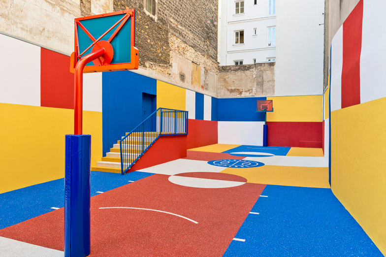 pigalle-creates-a-colorful-basketball-court-between-paris-apartments-14.jpg