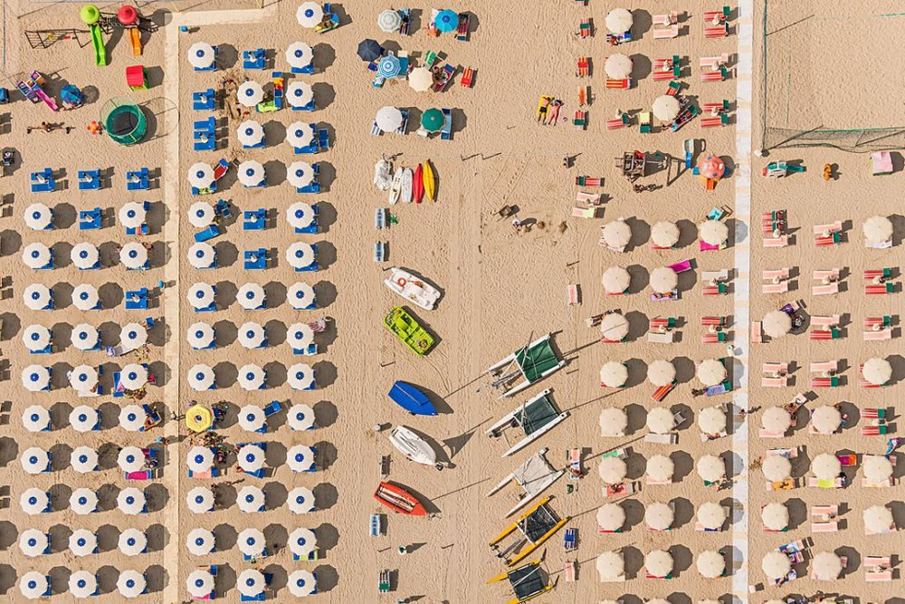bernhard-lang-presents-a-new-series-of-symmetrical-aerial-shots-4.jpg