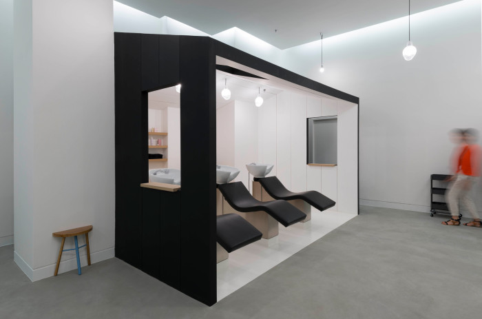 le-coiffeur-pascal-lancien-Design-Margaux-Keller-photo-Laure-Melone-2-700x463.jpg