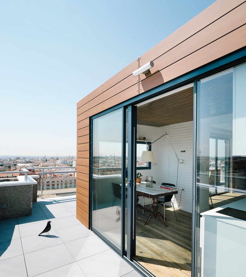 i-arquitectura-a-chalet-in-madrids-sky-apartment-thatsitmag-04.jpg