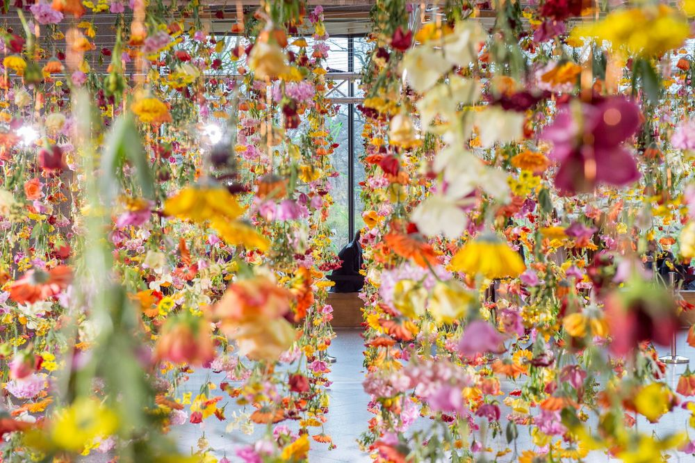 Rebecca Louise Law's Floral Installation Art-thatsitmag-4.jpg