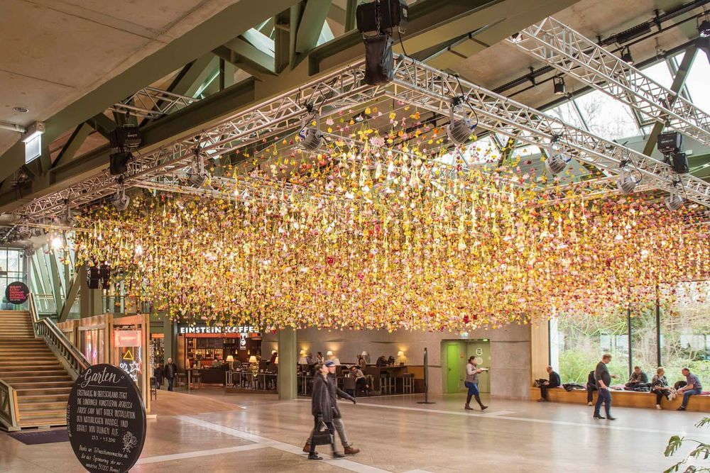 Rebecca Louise Law's Floral Installation Art-thatsitmag-5.jpg