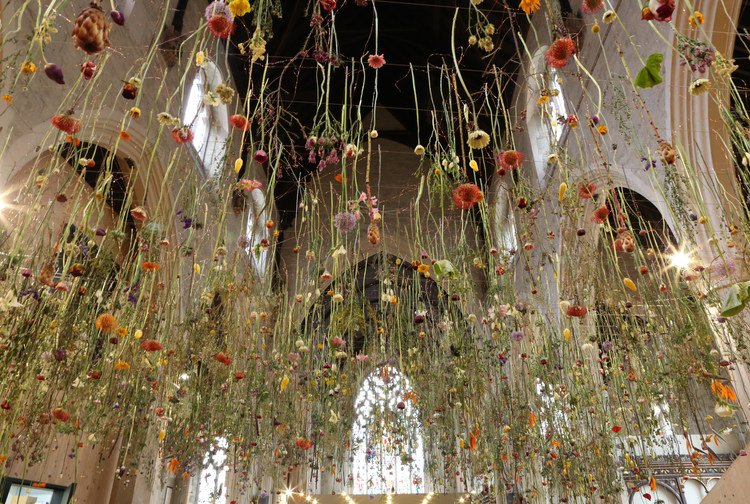 Rebecca Louise Law's Floral Installation Art-thatsitmag-7.jpg