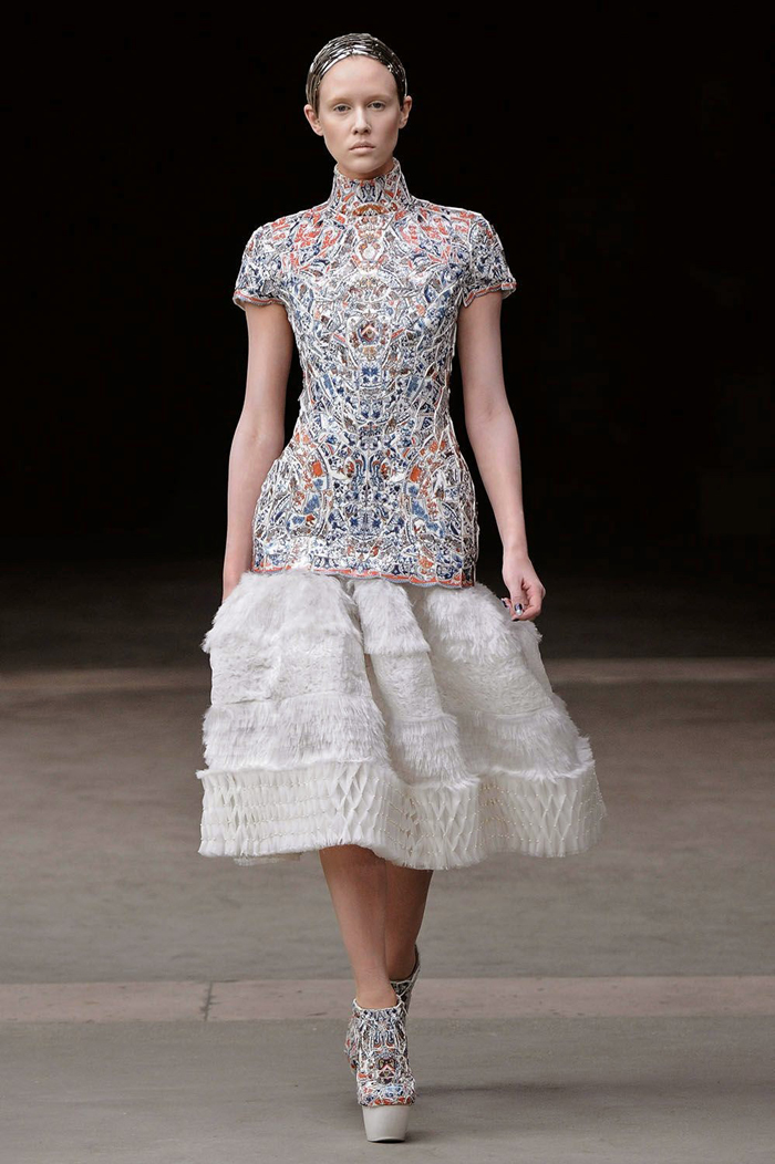 LI-Xiaofeng-Alexander-McQueen-FW2011.jpg