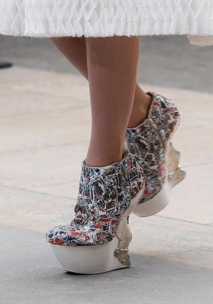 LI-Xiaofeng-Alexander-McQueen-FW2011-Shoe.jpg