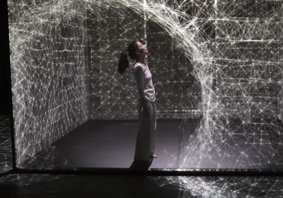hakanai-dancing-performance-with-3d-mapping-thatsitmag1.jpeg