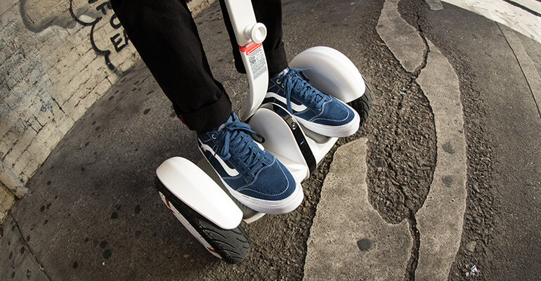 the-smart-self-balancing-scooter-thatsitmag-2.jpg