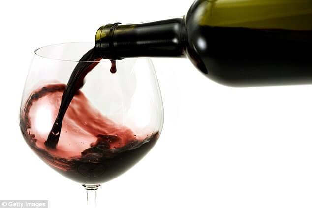 that's it magazine - Bettina Sanada - wine glass - wine drop.jpg