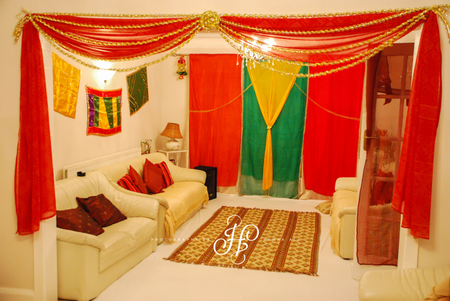 Couple room decoration - Into A Full On Mehndi Party Sharty Room Translation A Room Suitable