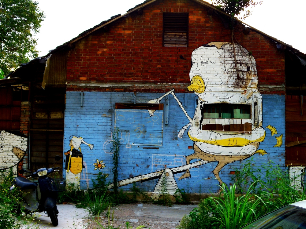 Graffiti on a house in Huaguang Community, another military dependents village.