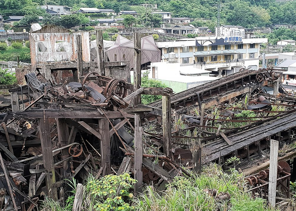 The large coal-dressing plant ruin. I just realized looking at this that the bridge over the railway is shaped like an angular cat head