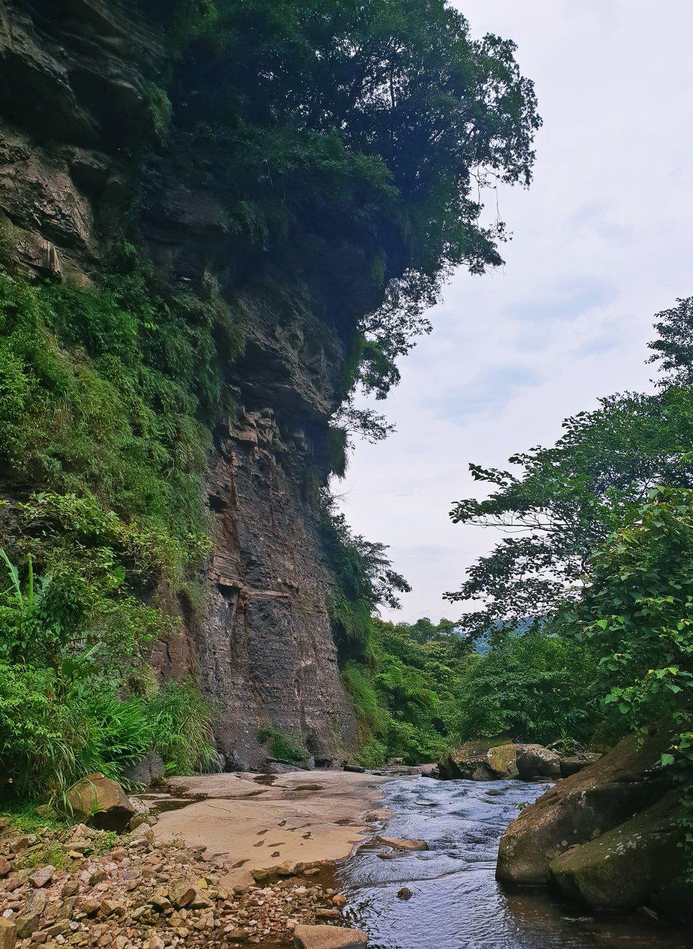 The imposing Jiangziliao Cliff