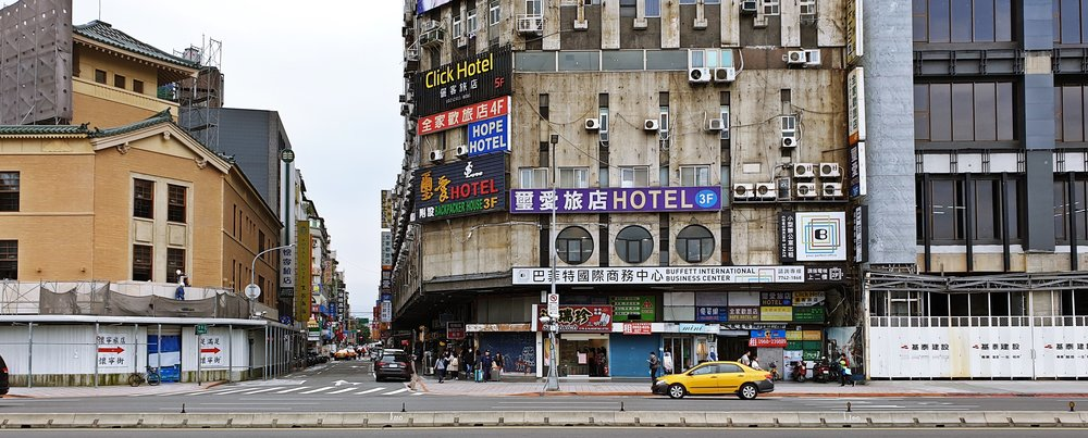 Several eras on display on Zhongxiao W Road