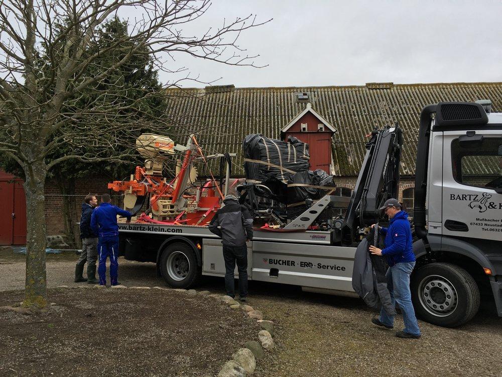 Kul dag, nya maskiner till traktorn