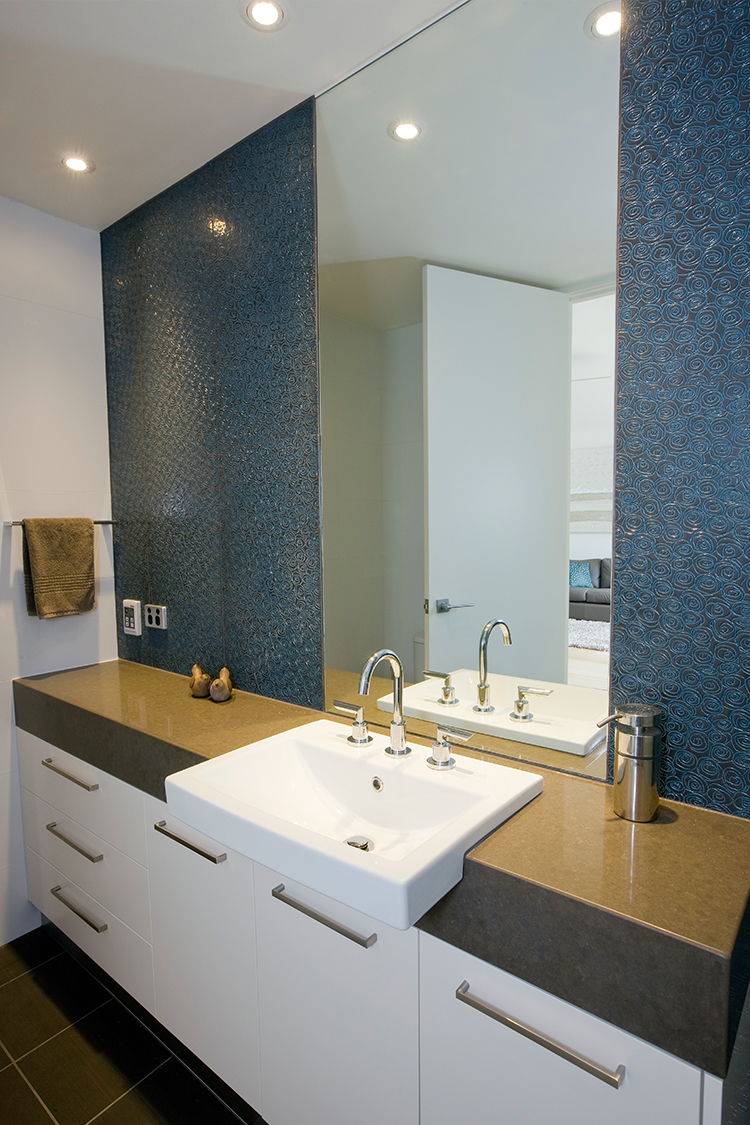 03_Bathroom.jpg
