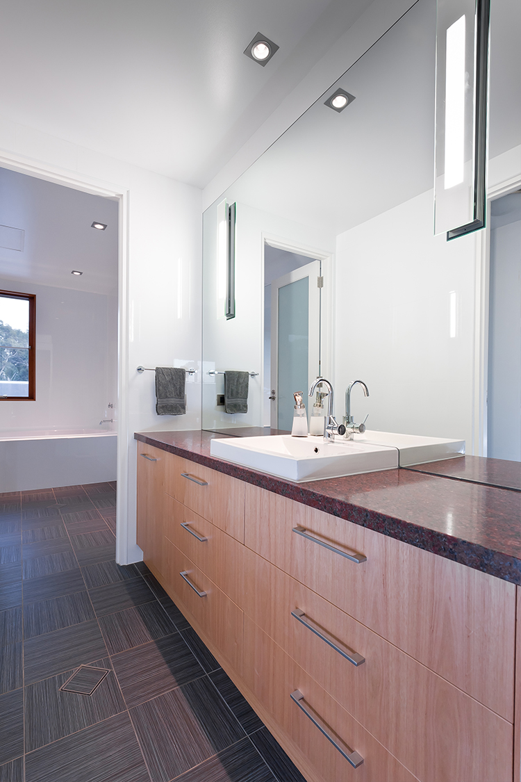 25_Bathroom.jpg
