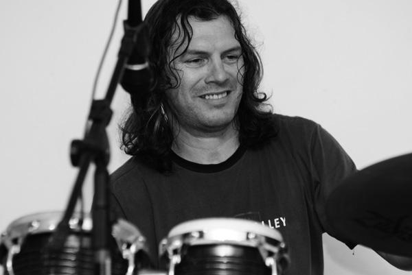 Jonas Nascimento -Percussão