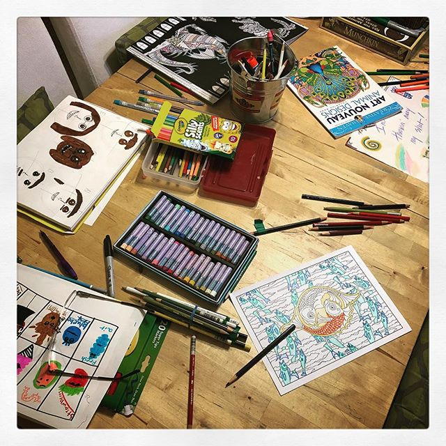 Put the technology on hold for family coloring night. *aaaah* ☺️ #artsandcrafts #notech #notechnology #nocellphones #coloring #coloringbook #coloringtherapy